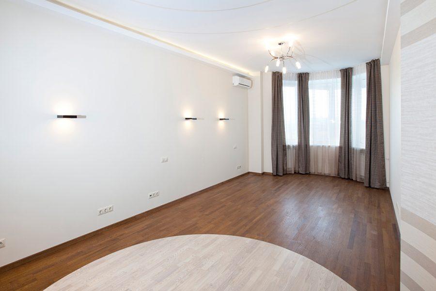 Одна из комнат квартиры