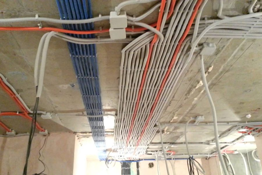 Разводка проводки по потолку
